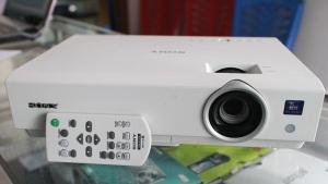 Jual proyektor sony vpl-dx122 Bekas